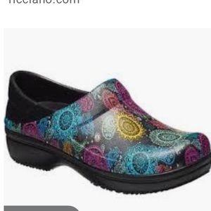 Nwot neria paisley clogs nurses shoes
